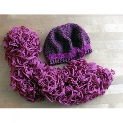 Dámska baretka a volánový šál