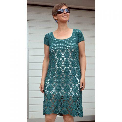Háčkované šaty s lastúrovým vzorom